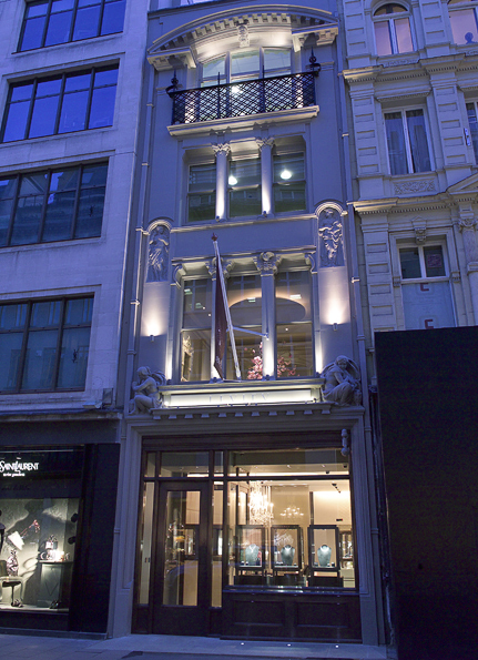 The design of the storefront included an engineered solution to guarantee security against potential ram raiders whilst maintaining the elegance of the 19th century Listed facade.